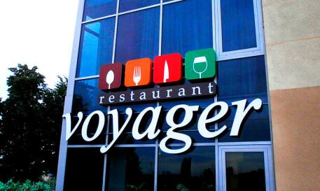 Комплексная вывеска ресторана voyager