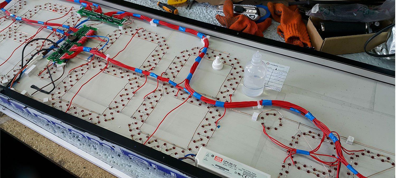Культура производства видна внутри изделия (на фото внутрянка Led часов)