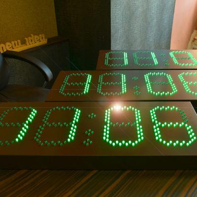 Светодиодные часы зеленные