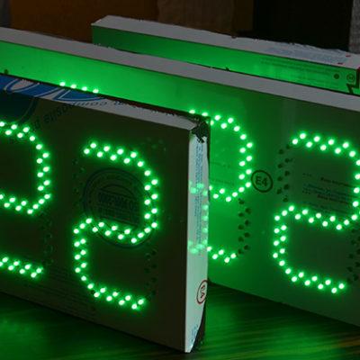 Светодиодные часы зеленые