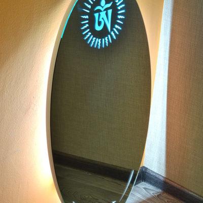 Овальное зеркало с лед подсветкой