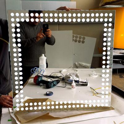 Квадратное зеркало с лед подсветкой