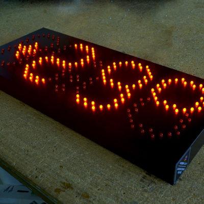 Часы-термометр с лед подсветкой