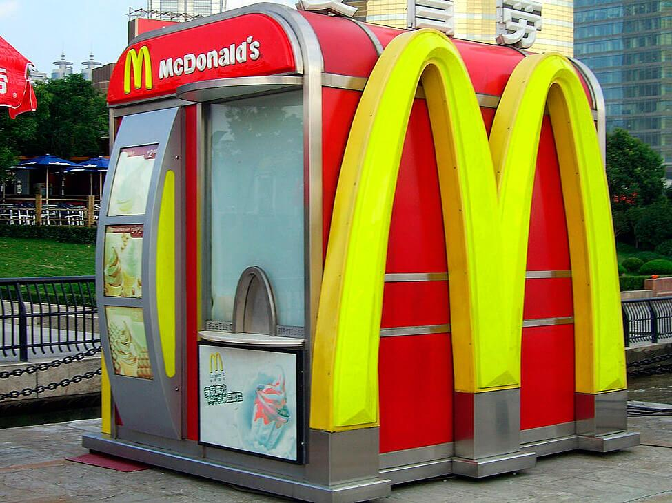 Киоск McDonalds в Шанхае