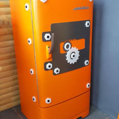 Мега холодильник оранжевого цвета