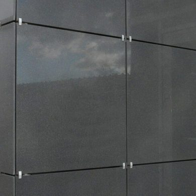 Плитка керамогранитная на стене