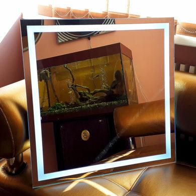 Зеркало с контурной подсветкой