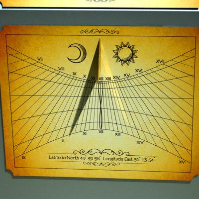 Солнечные часы постамент