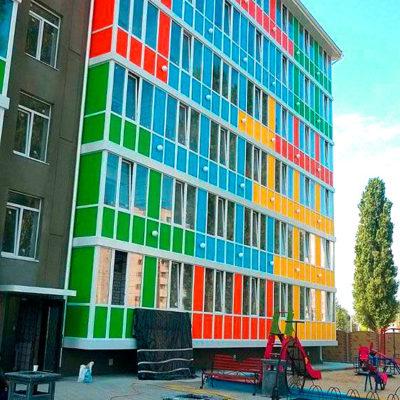 Оклейка фасада здания плёнкой
