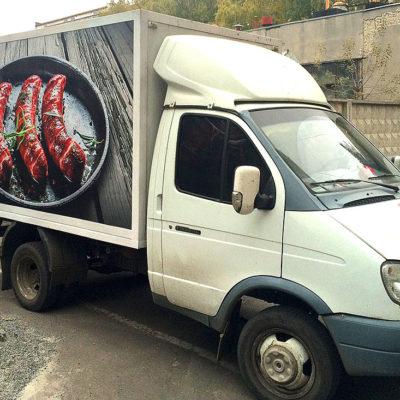 Оклейка цветной плёнкой грузовика