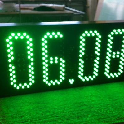 Светодиодные часы зеленого цвета