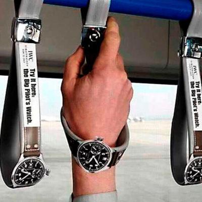 Креативная реклама часов в общественном транспорте
