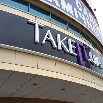 Объёмные буквы TAKEIT.UA на композите
