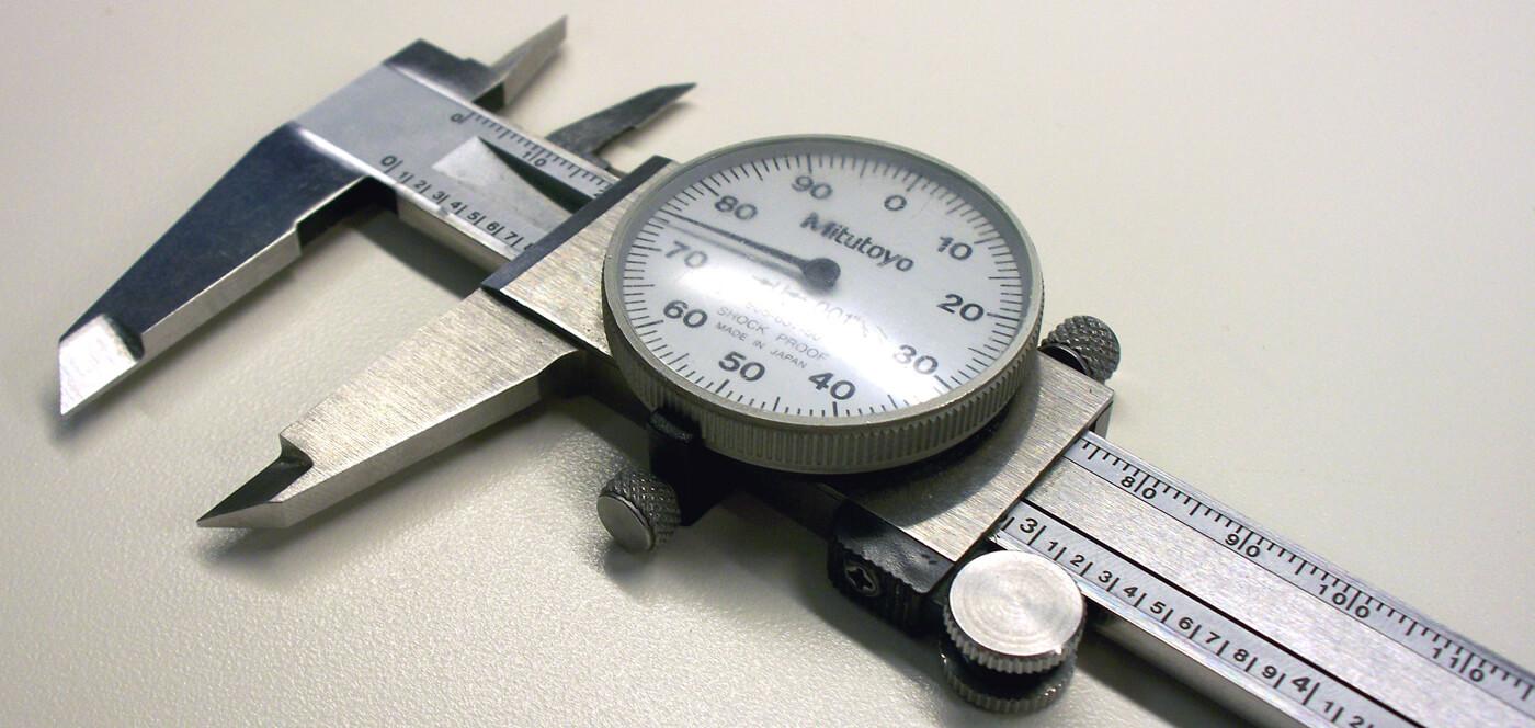 Иногда при изготовлении светодиодной продукции мы вымеряем отверстия до долей миллиметров