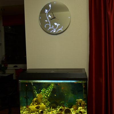 Зеркало часы с лед подсветкой в интерьере