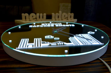 Круглое зеркало с лед подсветкой и логотипом компании