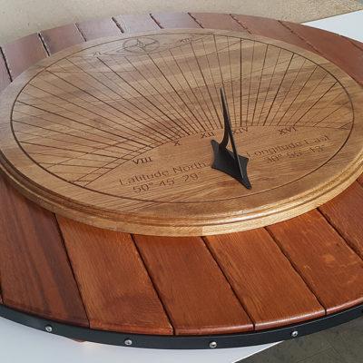 Солнечные часы из дерева