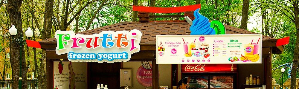 Объемные световые буквы и лайтбокс меню на фризе киоска по продаже йогурта