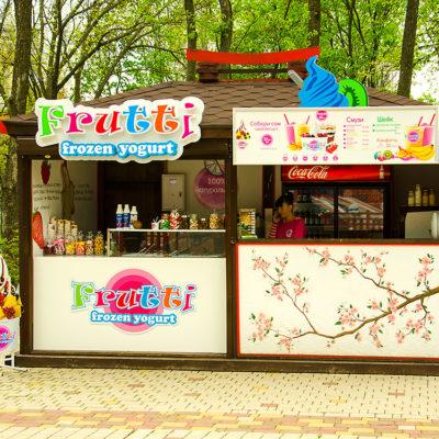 Вывеска Frutti frozen yogurt с лед подсветкой.