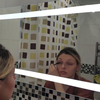 Зеркало с лед подсветкой фото девушка