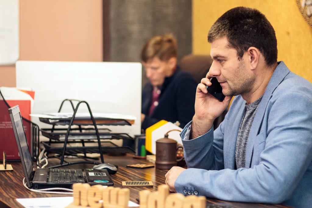 Деловые переговоры в офисе